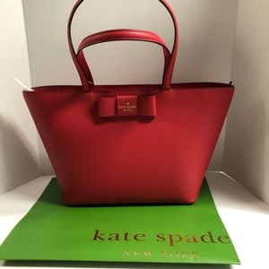 KATE SPADE NEW WITH TAGS RED CARPET TOTE !😍